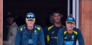 Steve Waugh (left) and Brad Haddin look on after Steve Smith suffered a serious injury