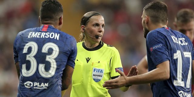 Referee Stephanie Frappart of France, center, discusses with Chelsea
