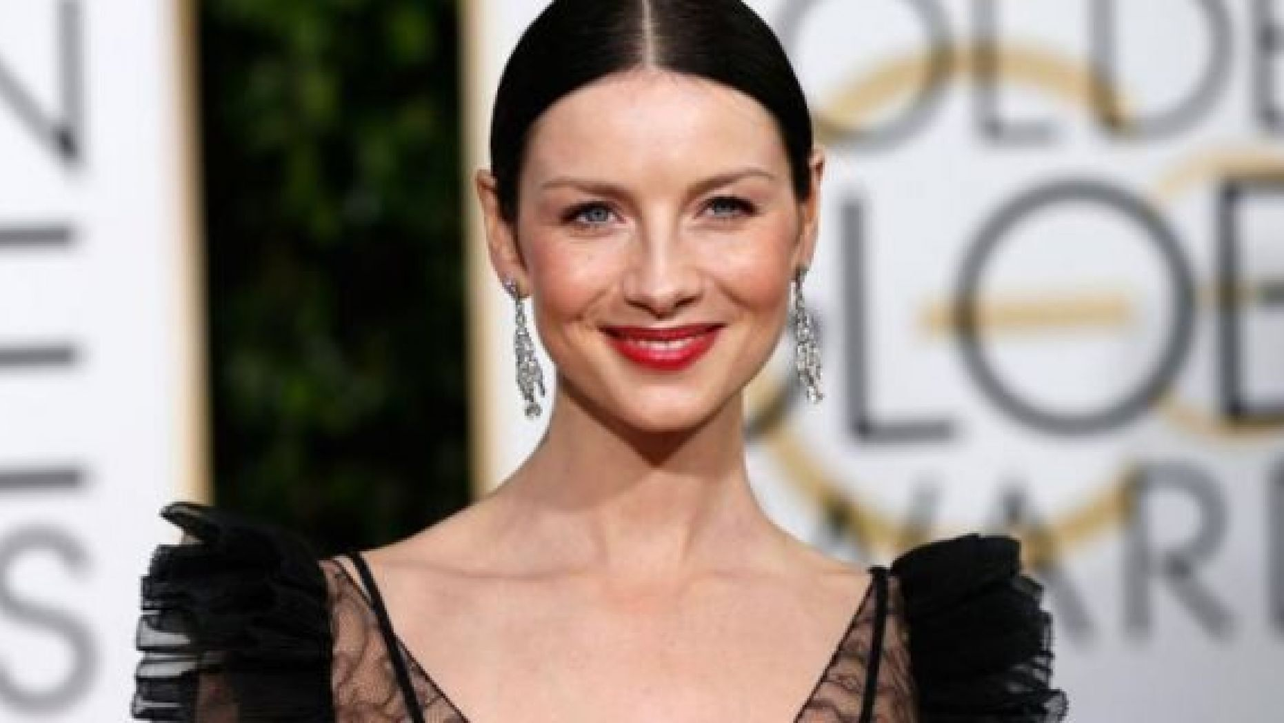 The Star: Caitriona Balfe The Show: Golden Globes The Makeup Artist: Molly R. Stern The Products: By layering Chanel Rouge Coco Ultra Hydrating Lip Colour in Jeanne ($37) and Chanel Rouge Coco Stylo Complete Care Lipshine in Histoire ($37), Stern created an elegant, long-lasting pout.