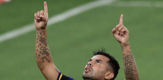 There was an emotional moment after Edwin Cardona scored for Boca against Newell