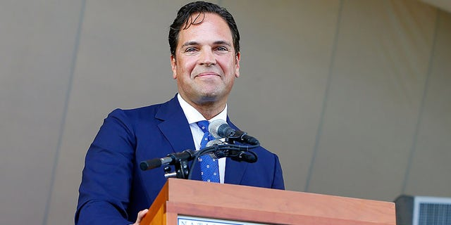 Mike Piazza gives his induction speech at Clark Sports Center during the Baseball Hall of Fame induction ceremony on July 24, 2016 in Cooperstown, New York. (Getty Images)