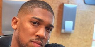 Anthony Joshua shows off the lion inked onto the lower part of his middle finger