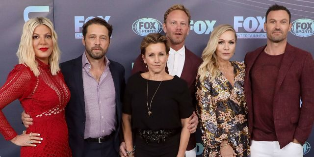 Tori Spelling, Jason Priestley, Gabrielle Carteris, Ian Ziering, Jennie Garth, and Brian Austin Green attend the 2019 Fox Upfront at Wollman Rink, Central Park on May 13, 2019 in New York City. (Photo by Taylor Hill/FilmMagic)