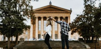 A young Pennsylvania couple decided to make a memorable event in their lives even more memorable: getting a famous actor to photobomb their engagement photo.